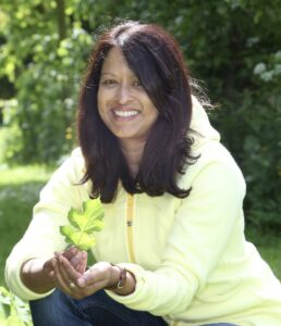 30/05/15.r Jini Reddy goes natural dyeing and printmaking near Cirencester in Gloucestershire. Jini collecting leaves from the garden for her design.<br /> Picture: COPYRIGHT John Lawrence 07850 429934